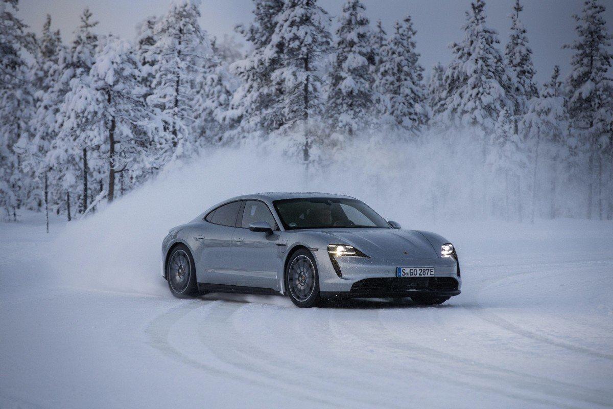 coche eléctrico frío extremo