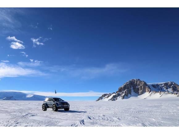 Video: Hyundai Santa Fe, primer coche de serie en cruzar la Antártida