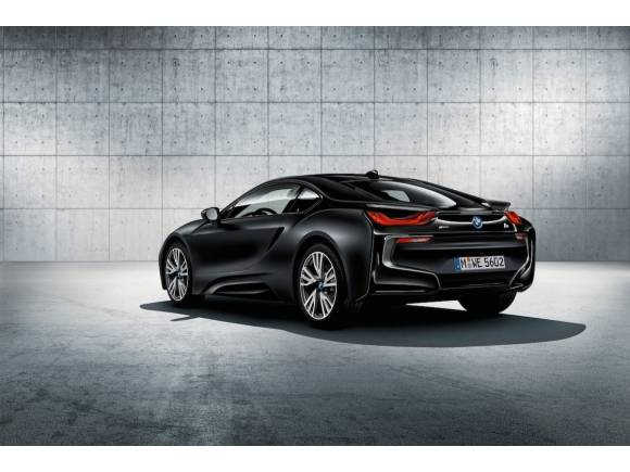BMW i8 Protonic Frozen Black Edition, entero en negro