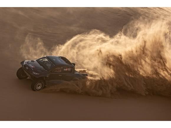 Toyota presenta el GR DKR Hilux y a sus cuatro pilotos para el Dakar 2022