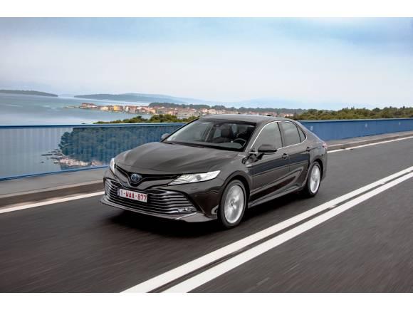 Nuevo Toyota Camry, la vuelta a las berlinas de gran tamaño