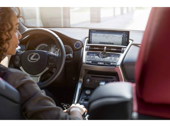 Prueba: Lexus NX 300h 2018, un SUV híbrido premium desde 39.900 euros
