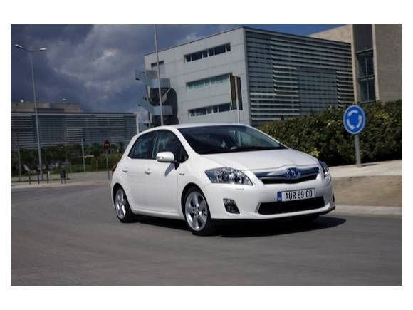 Comprar un coche híbrido: ¿Toyota Auris o Lexus CT-200h?