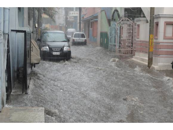 Inundaciones: Cómo actuar paso a paso si te pillan dentro del coche