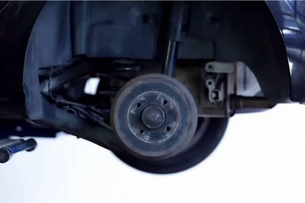 Vídeo: cómo cambiar los frenos de tambor de un coche