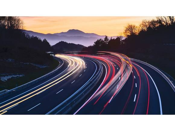 Normas básicas para conducir por autopistas: evita que te multen