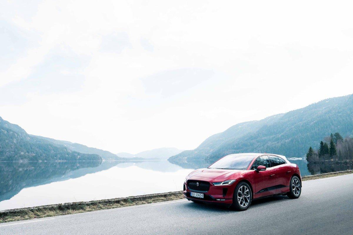 Jaguar i-pace carga inalámbrica