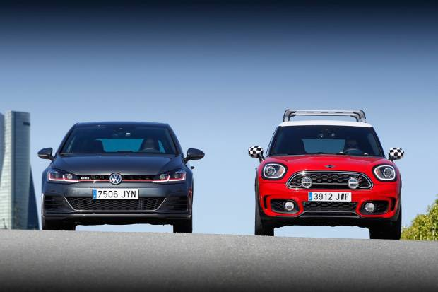Comparativa: Volkswagen Golf GTI vs Mini Countryman Cooper S