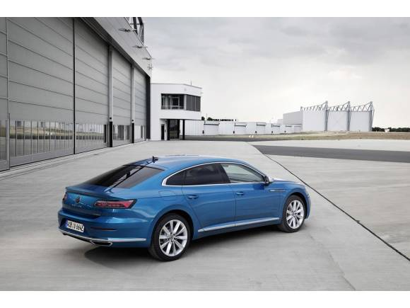 Nuevo Volkswagen Arteon eHybrid: dos carrocerías y más de 900 km de autonomía