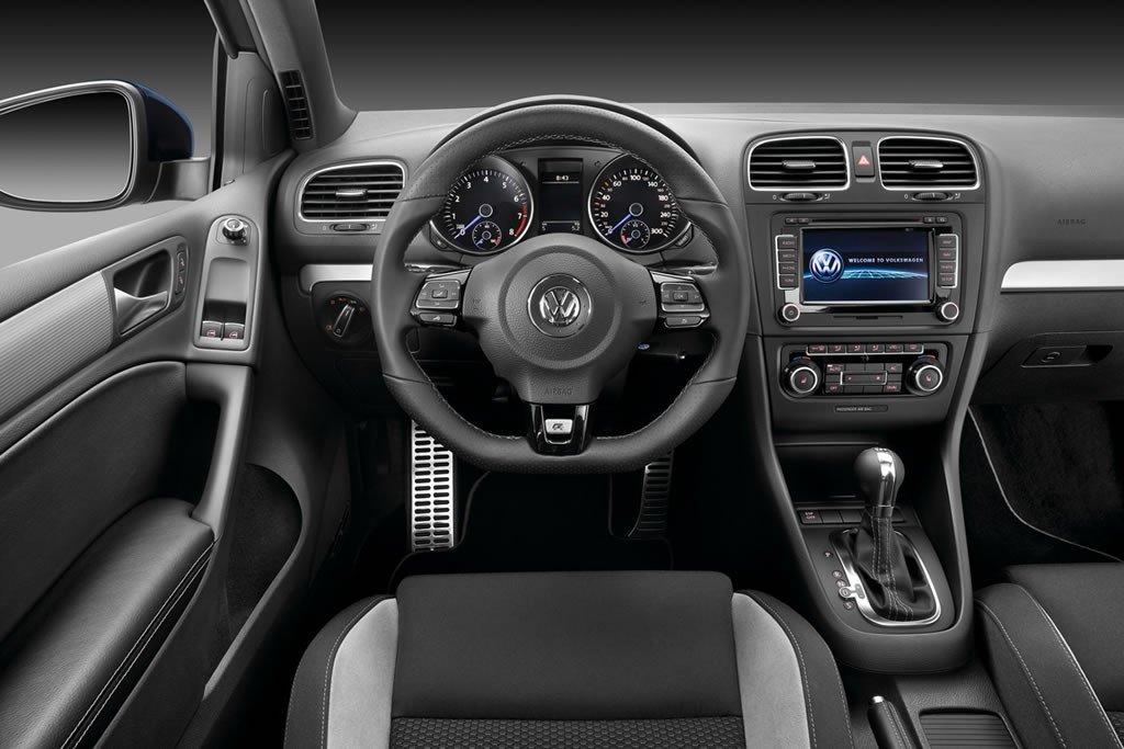 vw-golf-r-interior