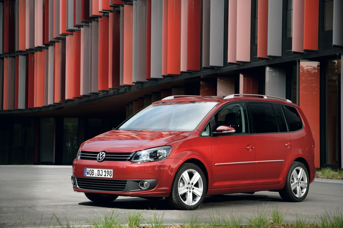 el volkswagen touran incorpora un nuevo motor de 105 cv. Black Bedroom Furniture Sets. Home Design Ideas