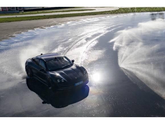 El Porsche Taycan, de Guinness: el derrape más largo del mundo