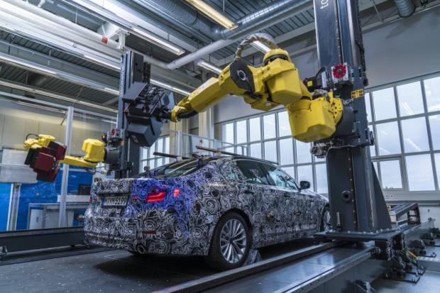 BMW deja ver las primeras imágenes del nuevo BMW Serie 5 2017