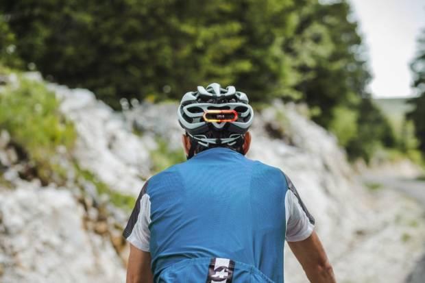 Ciclistas, patinetes y el cambio de hora: accesorios para mejorar su visibilidad