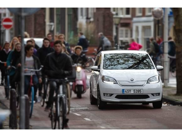 ¿A cuánto tendría que subir la luz para que deje de compensar un coche eléctrico?