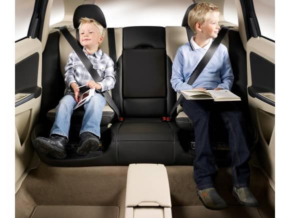 ¿Cómo llevo al niño en el coche, en sentido contrario o a favor de la marcha?