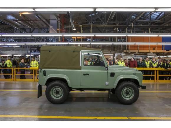 El último Land Rover Defender sale de la planta de Solihull