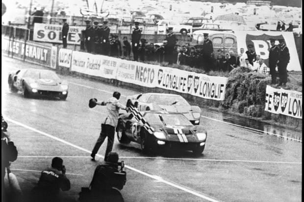 Ford entrevista a Chris Amon ganador de Le Mans hace 50 años