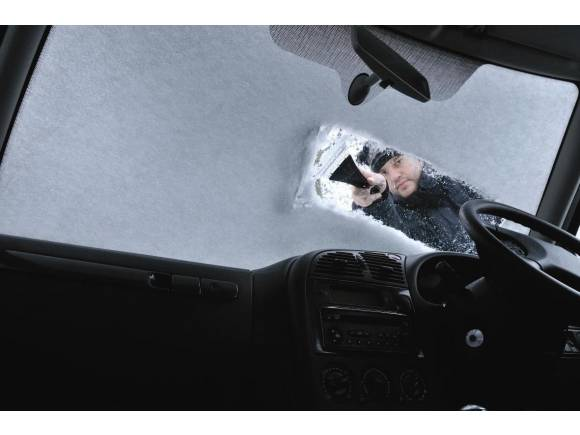 5 trucos para quitar el hielo del limpiaparabrisas