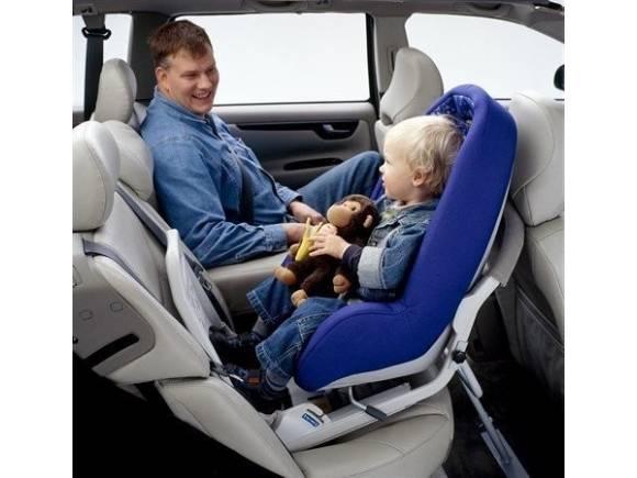 ¿Cómo llevar a un recién nacido en el coche?