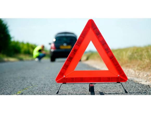 La DGT sustituye los triángulos por luces de emergencia