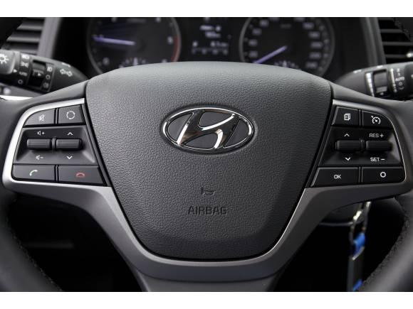 Hyundai Elantra 2016: primera toma de contacto y opinión