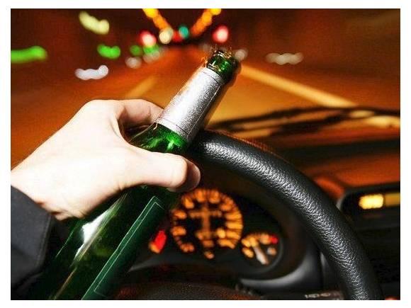 Conducción nocturna: muchos accidentes en agosto, cómo evitarlos