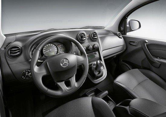 El interior del Mercedes Citan también es específico y distino al del Renault Kangoo.