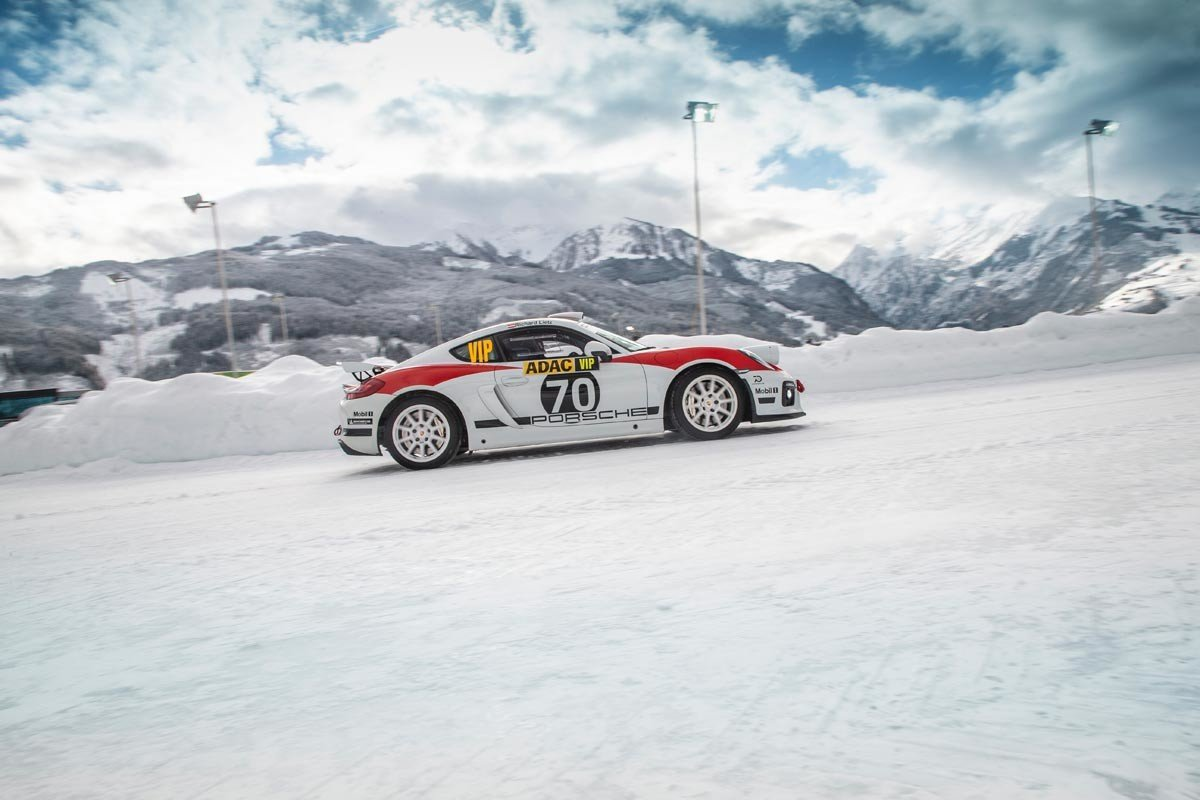 Porsche 718 Cayman Rally