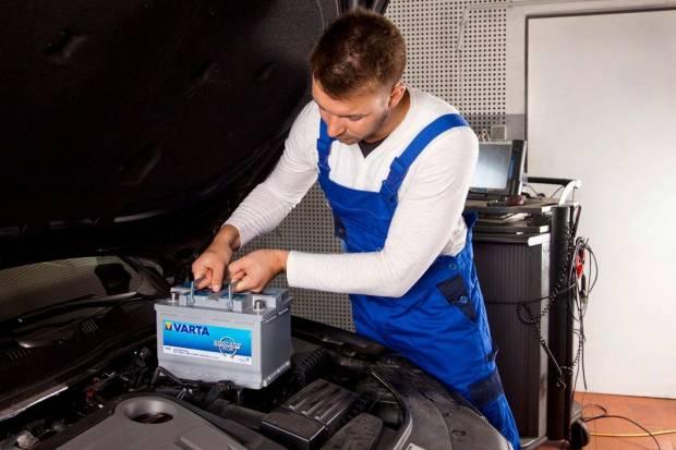 Cómo cuidar la batería del coche ante una ola de calor