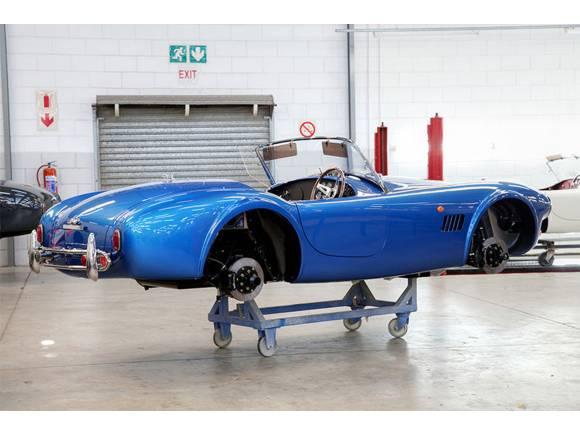 Renace el AC Cobra con una versión de combustión y otra eléctrica