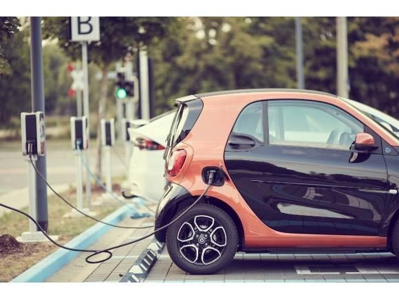 El Plan MOVES III dará hasta 7.000 euros de ayuda a la compra de coches eléctricos