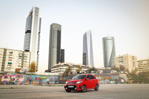 Un coche urbano con acabados crossover y deportivo: el Kia Picanto