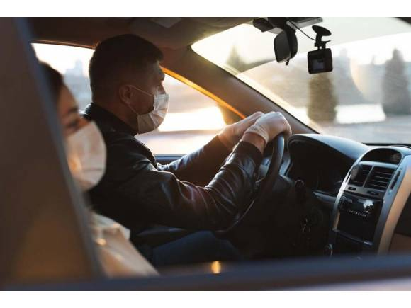 Conducir con mascarilla en la desescalada: cinco consejos para no sufrir en el intento