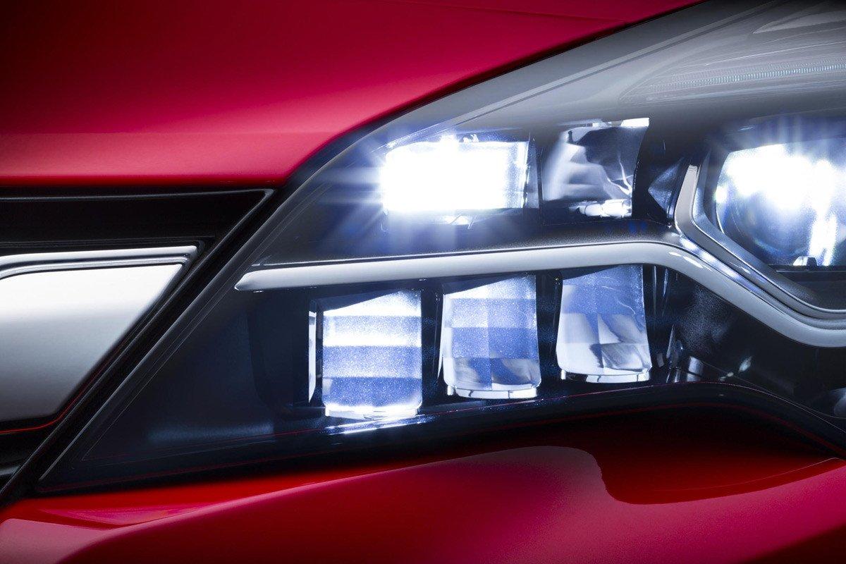 Opel Astra IntelliLux